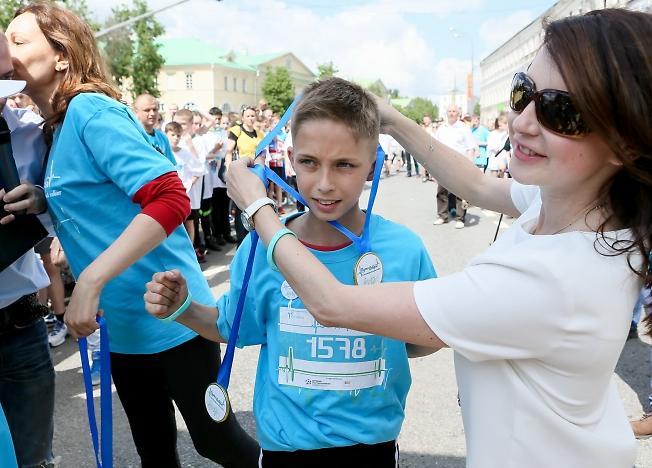 май 2015, пульс бобра, Слуцкая награждает первого прибежавшего