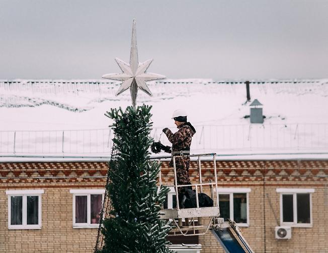 декабрь 2018, украшают ёлку