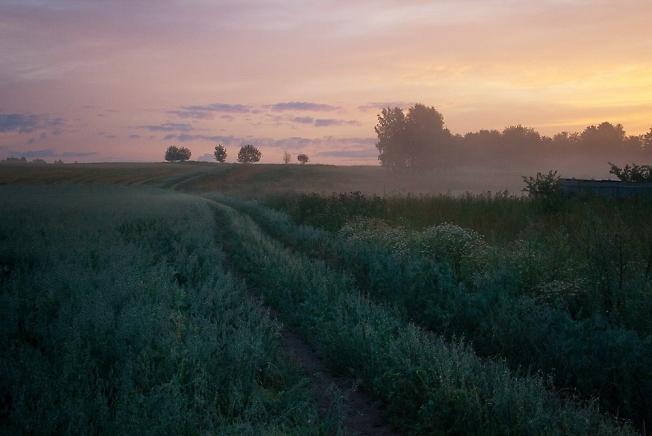 Утренний пейзаж без одинокого путника.