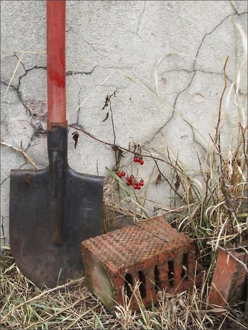 Про кирпичи и лопату.