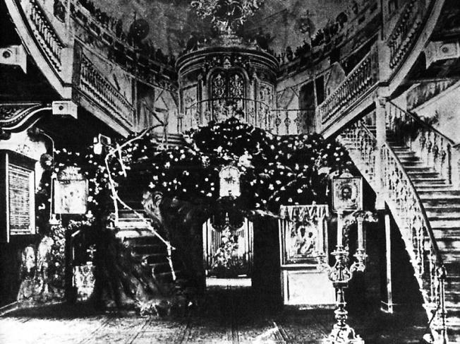 Внутренний вид Преображенской церкви в Вифанском монастыре