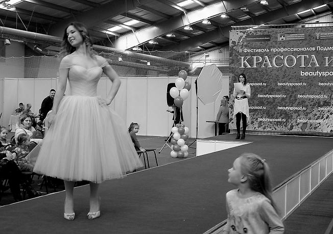 """Фестиваль """"Красота и Я"""". Дефиле платья для выпускного вечера."""