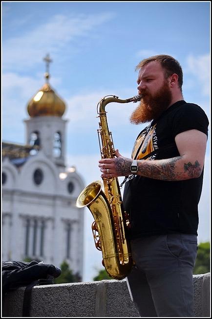На набережной Москвы-реки
