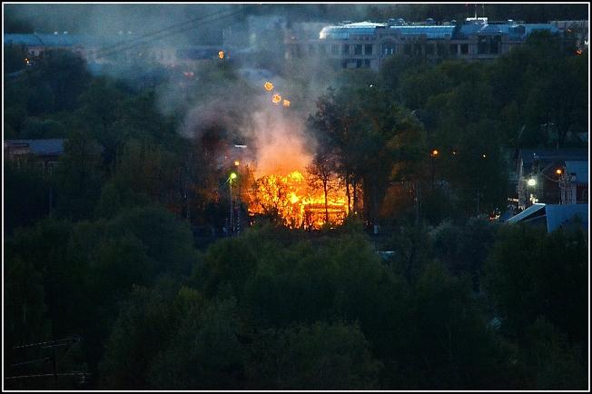 Пожар сегодня вечером  в районе переезда на Вифанской