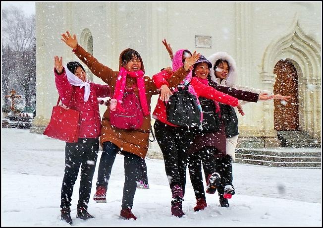 Снег. Китайцам в радость.