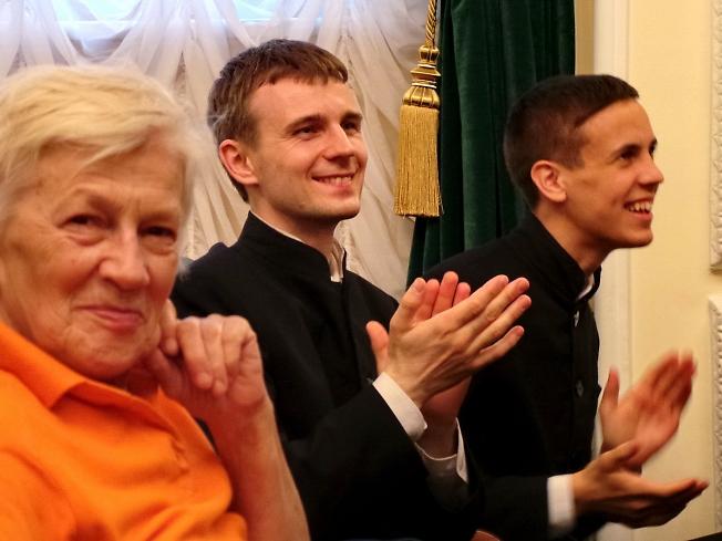 Когда хор из Америки поет, что он в Россию влюблен, у нас на глазах слезы наворачиваются!