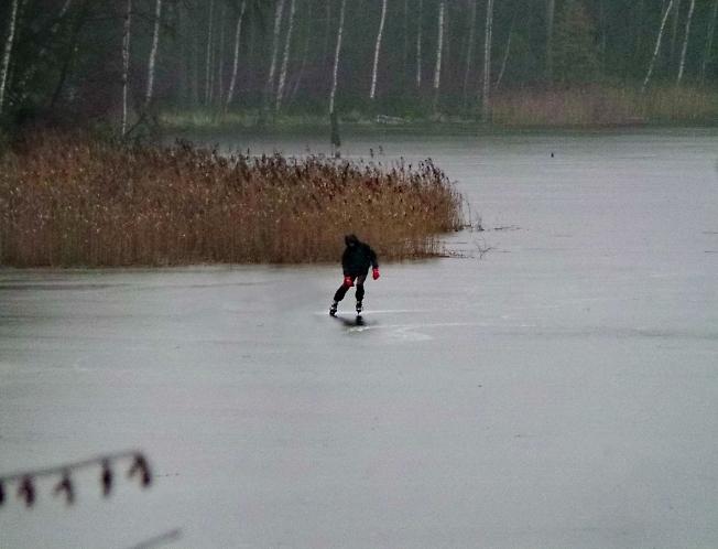 На коньках и