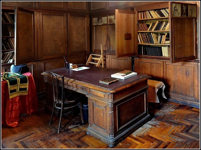 В рабочем кабинете отца Павла Флоренского