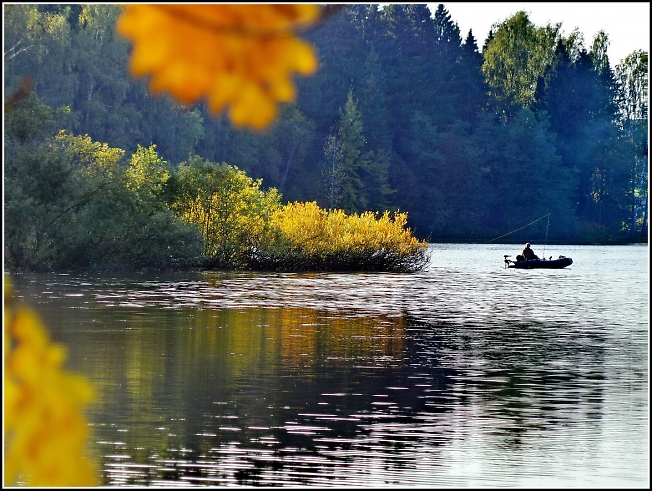 Осенний рыбак