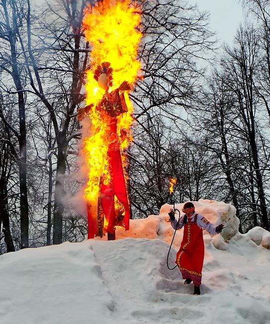 Сегодня в нашем славном городе сожгли чучело зимы.