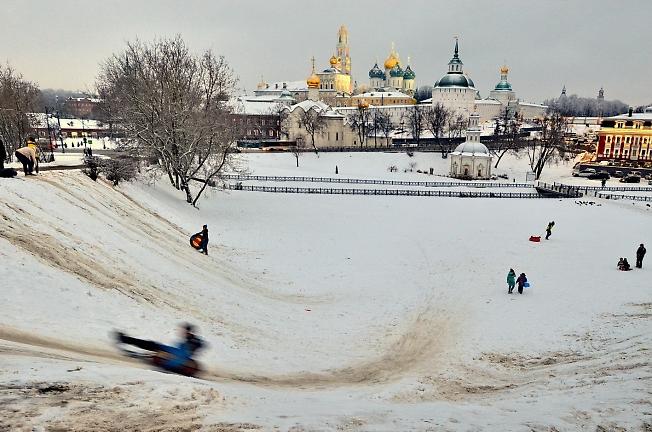Вид на Свято-Троицкую Сергиеву лавру с Блинной горы в первый субботний вечер 2021 года от Рождества Христова.