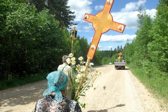 С крестом и молитвой.