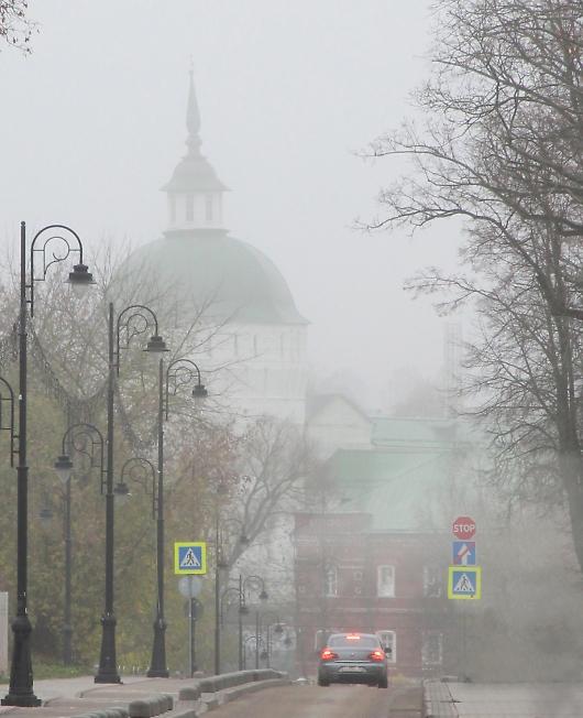 Сергиевская, тонущая в густой пелене тумана
