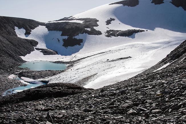 Голубые озёра ледника ИГАН