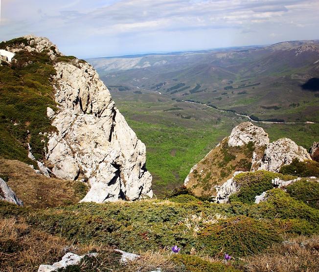 Скалы у вершины Ангар-Бурун