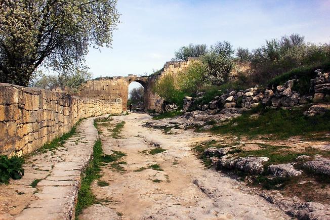 Мостовая пещерного города 2