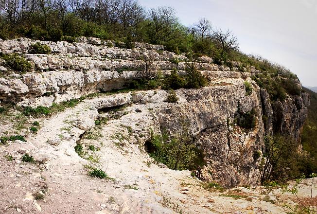 Скалы у монастыря Шулдан