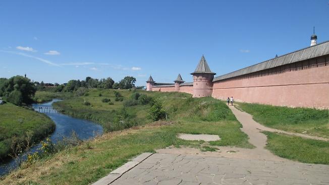 Река Каменка у стен Спасо-Евфимиевого монастыря