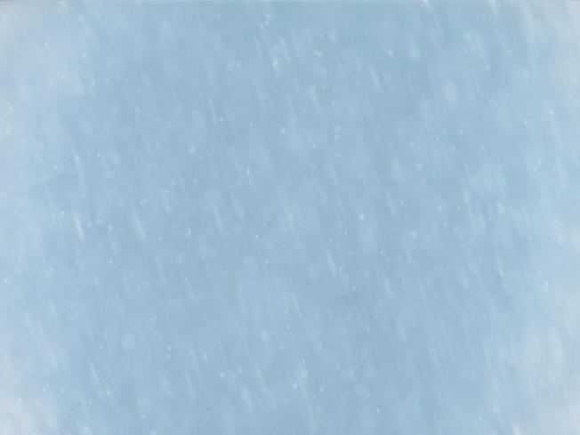 Вид из окна на даче зимой