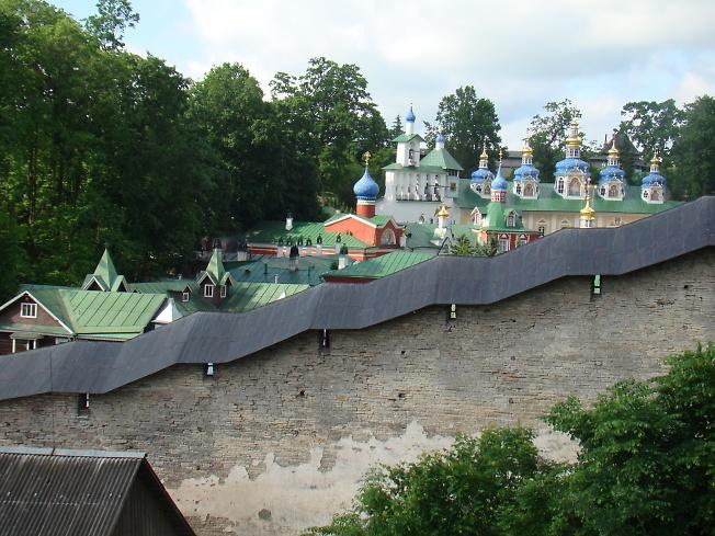 За стеной - Псково-Печёрская лавра