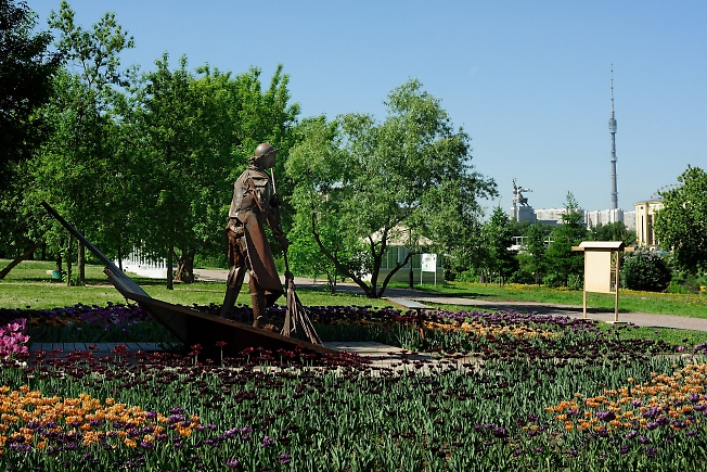 Памятник московскому дворнику. Ростокино