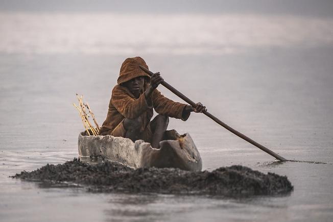 """Бурунди """"РЫБАЧЕК""""и дождик на озере КОХОХО"""