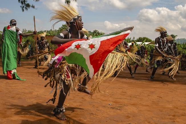 """Бурунди.""""Танец воина перед сражением"""""""