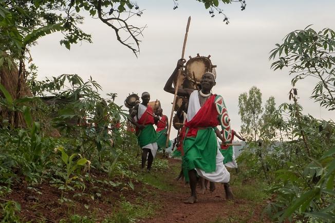 В соседнюю деревню НА ДИСКОТЕКУ