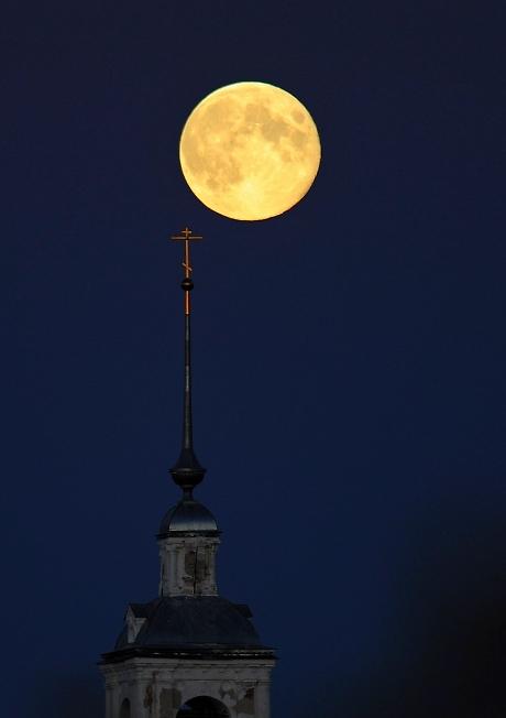 и моя луна.....и КРЕСТ....