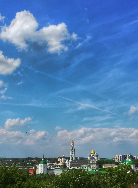 Под небом голубым...