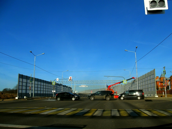 По западному шоссе, перекресток с Кировкой