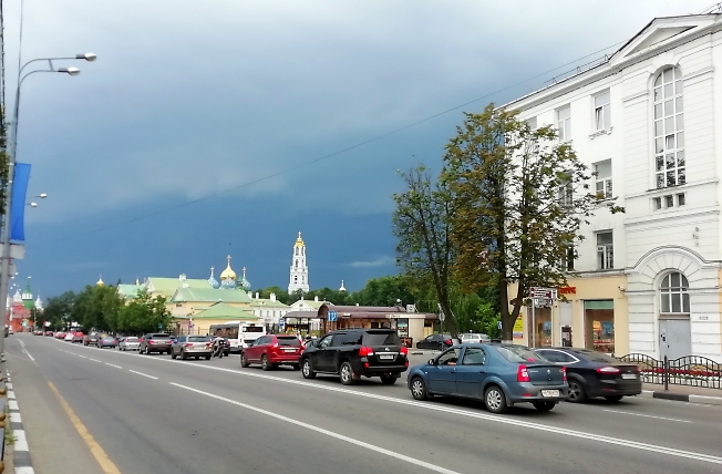 В городе перед бурей