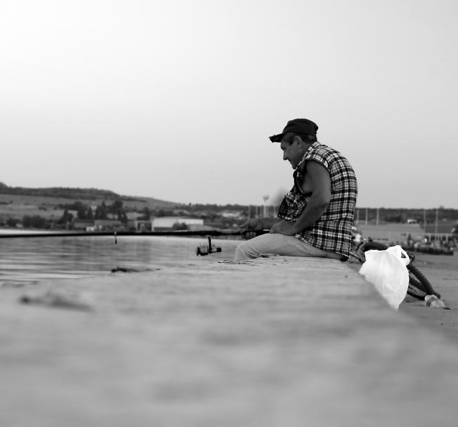 Рыбак на набережной.Крым 2013