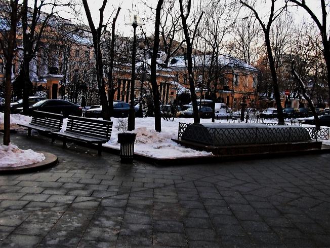 Никто не пришёл!Скверик недалеко от Третьяковской галереи.