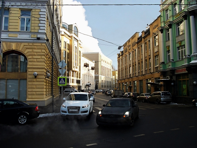Москва.Угол Отеля Балчук Кемпински...
