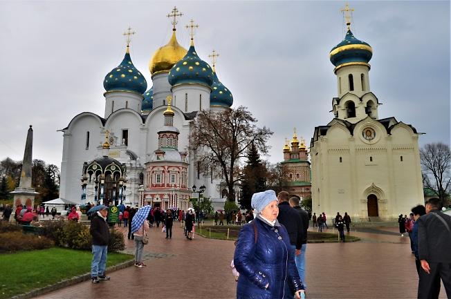 Воскресным днем в Свято-Троицкой Сергиевой лавре