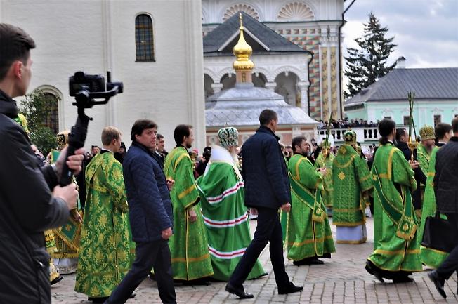 В День прославления Преподобного Сергия. Патриарх со свитой.