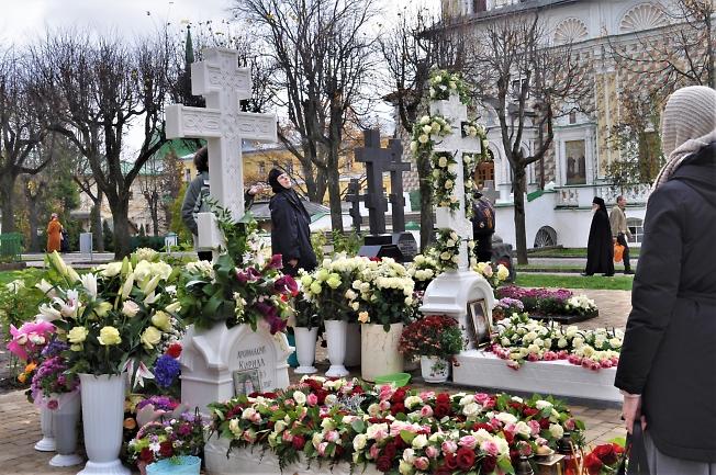 На могилках архимандритов о. Кирилла и о. Наума
