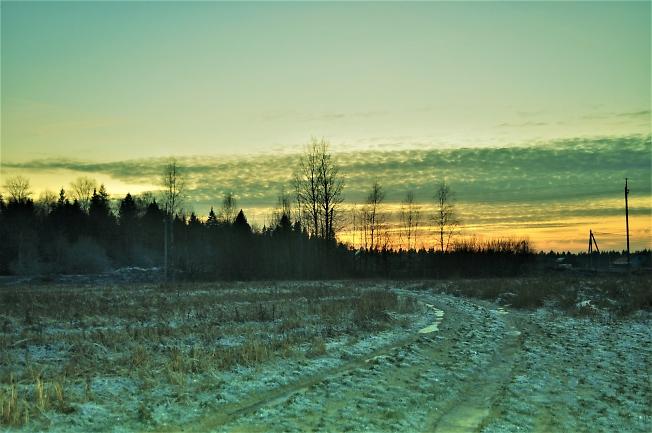 Мороз крепчает, для зимы дорожки мостит