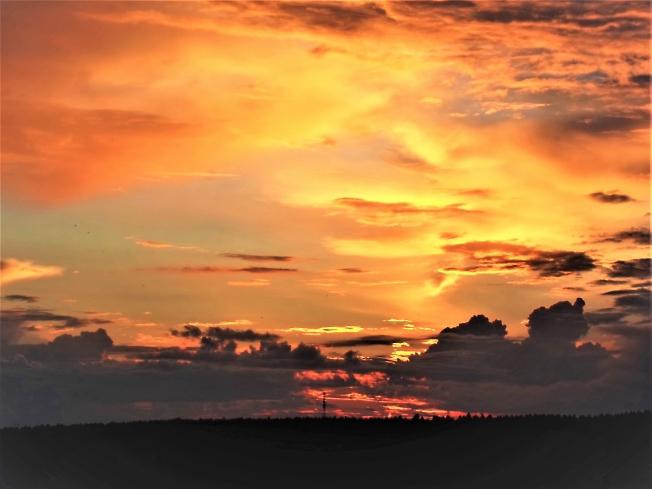 Закат. Фантастический город на небе
