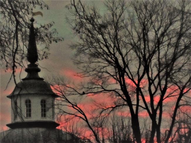 Светает, розовые облака