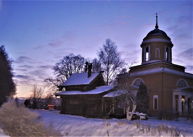 Крестовоздвиженский храм с Крестильней