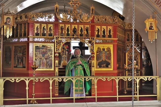Настоятель храма протоиерей о. Андрей