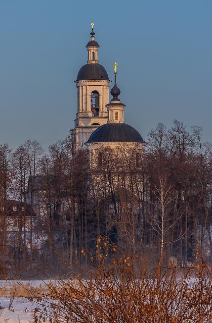 Церковь Николая Чудотворца в Филипповском на рассвете