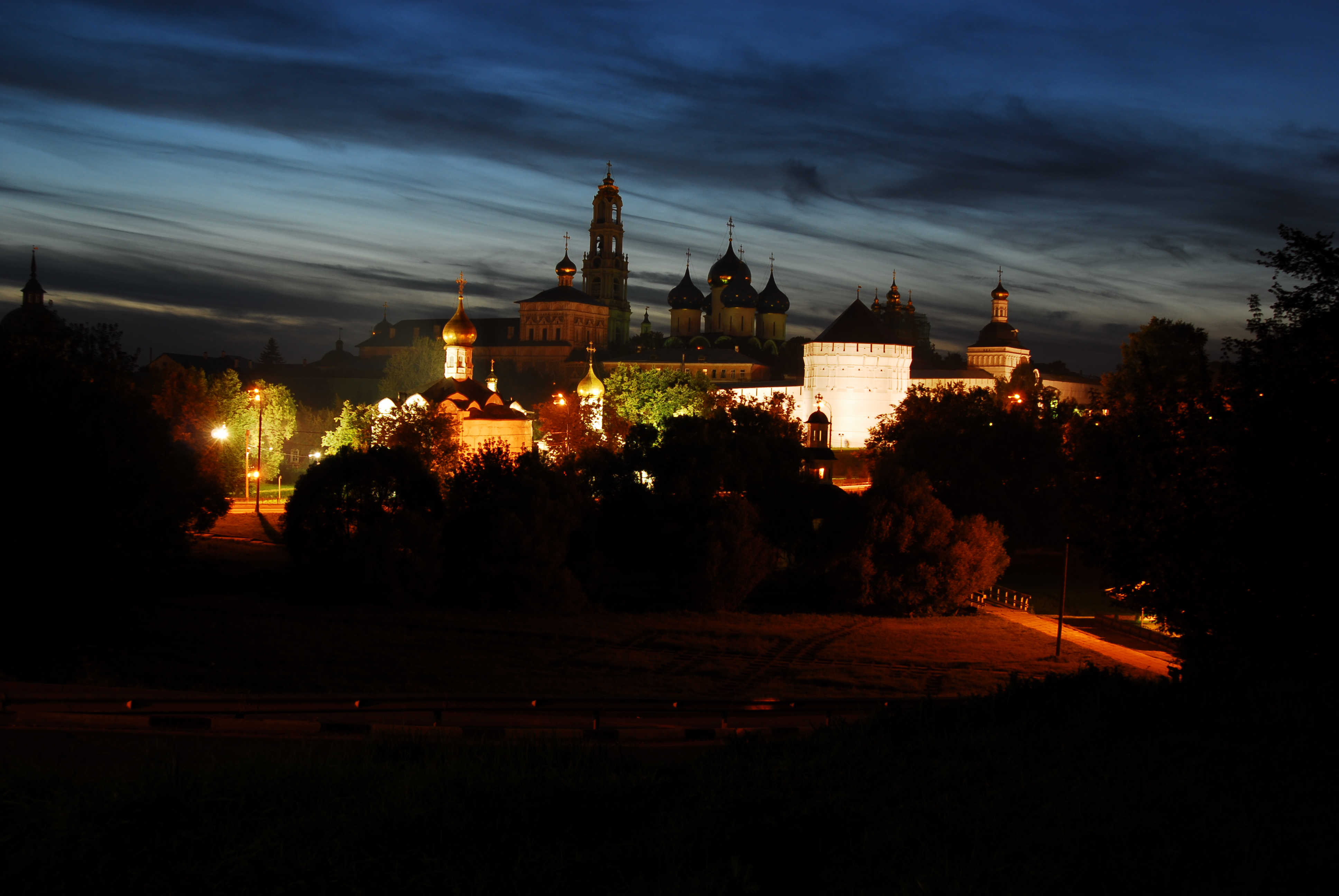 Ночной весенний сергиев посад реальные фото