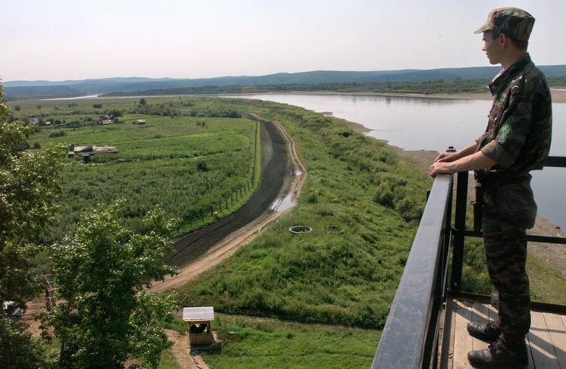 русско китайская граница по реке фото телефон зеркале