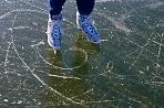 В парке «Скитские пруды» залили каток