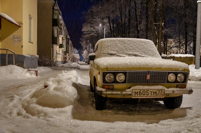 Вечер, олдмобиль, снег...