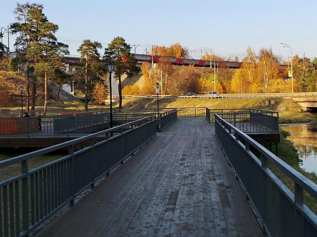 Площадки для наблюдения за поездами и автомобилями