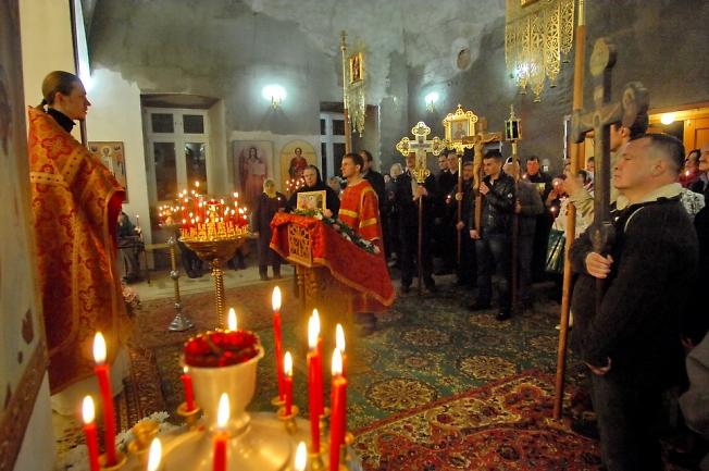 Первая литургия.